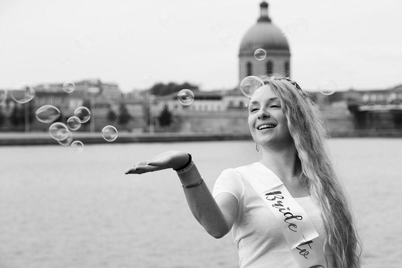 photo d'un evjf avec des bulles