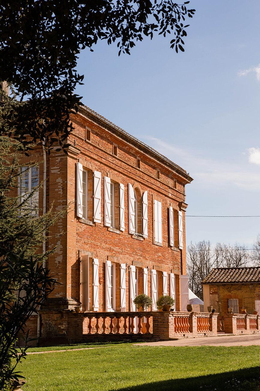 photo extérieure d'une belle bâtisse du 19e siècle